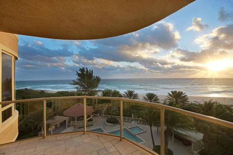 Click for 3920 N Ocean Drive #5 B slideshow