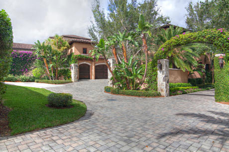 Click for 308 Villa Drive  slideshow