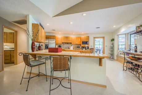 Click for 7 Halidon Court slideshow