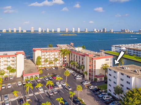Click for 100 Paradise Harbour Boulevard #112 slideshow