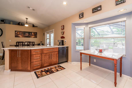 Click for 153 Monterey Way slideshow