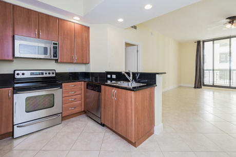 Click for 801 S Olive Avenue #1112 slideshow