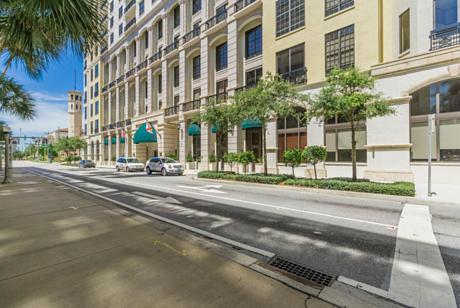 Click for 801 S Olive Avenue #1112 slideshow