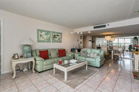 Click for 1542 Jupiter Cove Drive #102 slideshow
